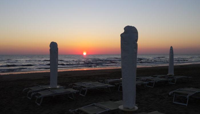 alba sul mare di Riccione